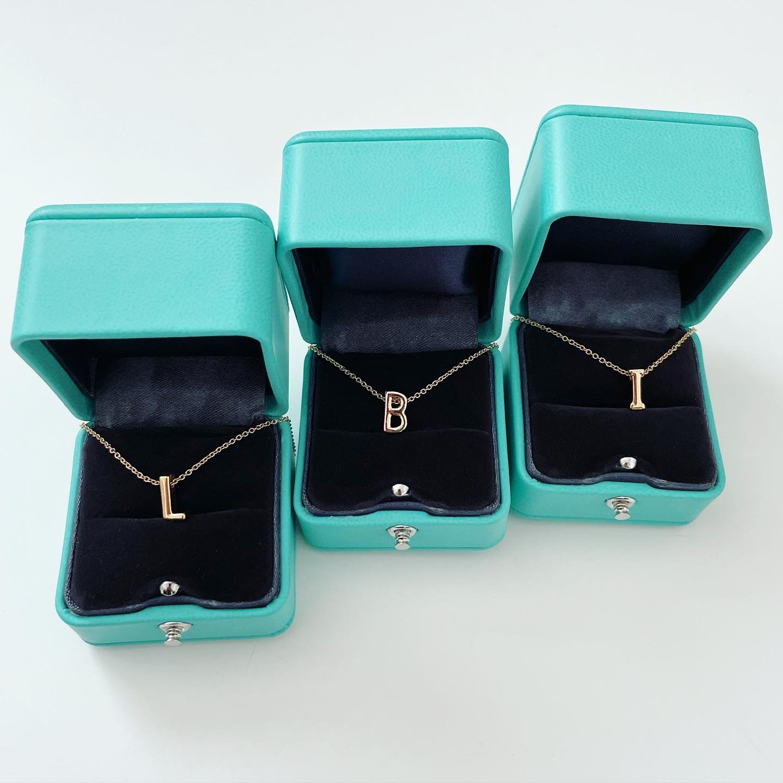 Dámsky náhrdelník s písmenkom-234373-33