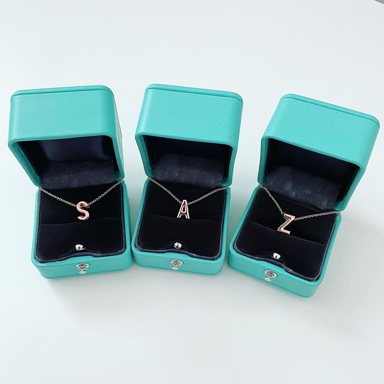 Dámsky náhrdelník s písmenkom-234337-32