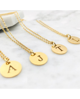 Dámsky pozlátený náhrdelník s písmenkom